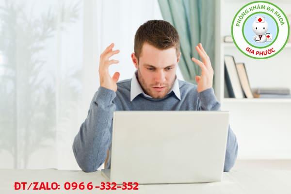 nam giới bị căng thẳng trong công việc dễ mắc bệnh trĩ