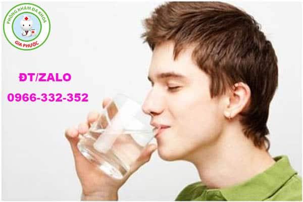 tăng cường uống nhiều nước trong ngày